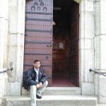 paul-peter-delante-de-la-iglesia-de-seva